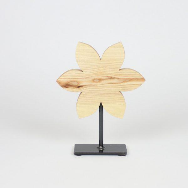 Holzblume auf Metallständer