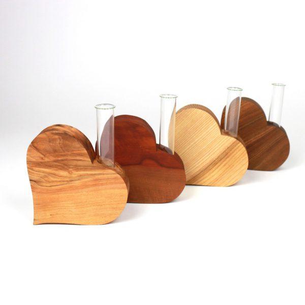 Holzherz mit Vase Hochzeitsdekoration
