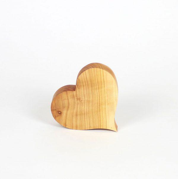 Herz aus Holz als Frühlingsdeko oder Hochzeitsdeko