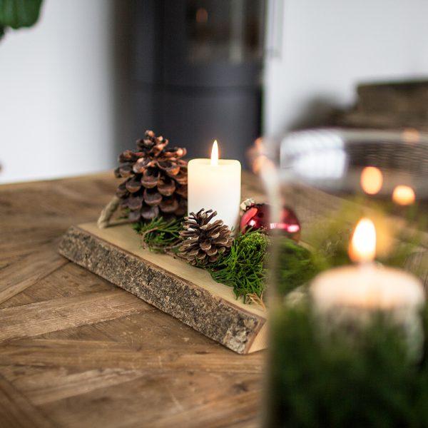 Weihnachtsdeko auf Brett