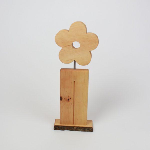 Blume aus Holz auf Holzaufsteller