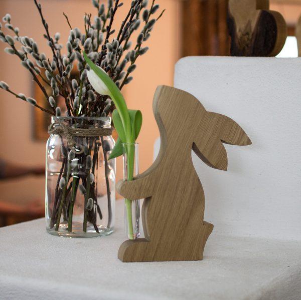 Hase aus Holz mit Vase, Holzvase, Osterdeko
