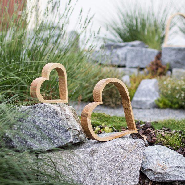 Herzen aus Holz zum Dekorieren