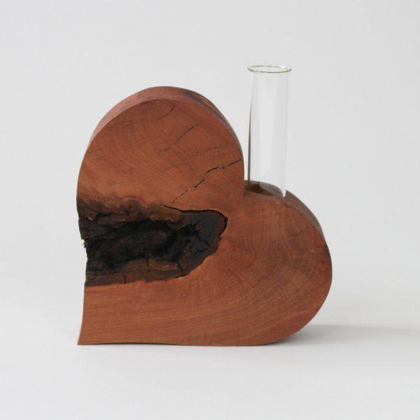 Holzherz als Vase aus besonderem Birnbaumholz
