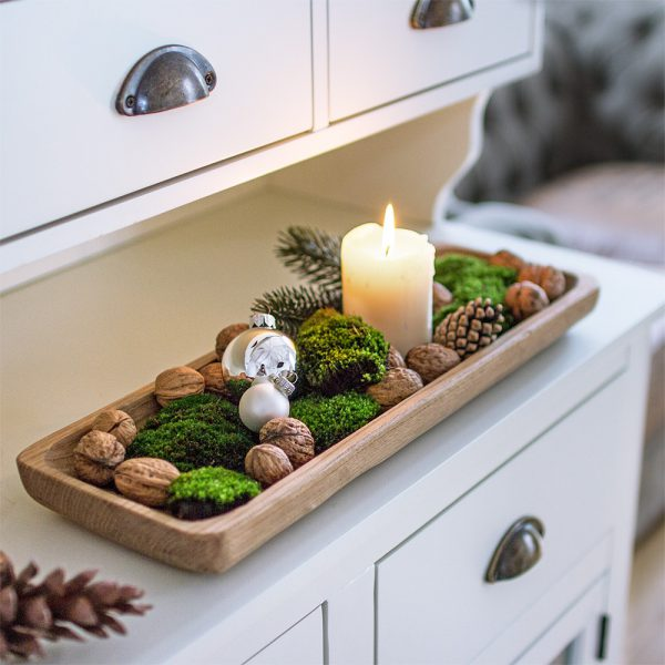 Weihnachtlich dekorierte Holzschale