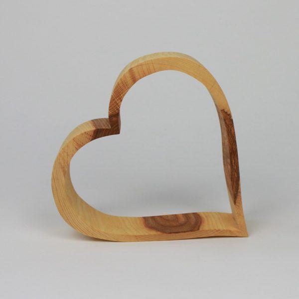 Herzen liebevoll gefertigt aus Holz
