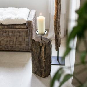 Designer Stück Altholz mit Kerze