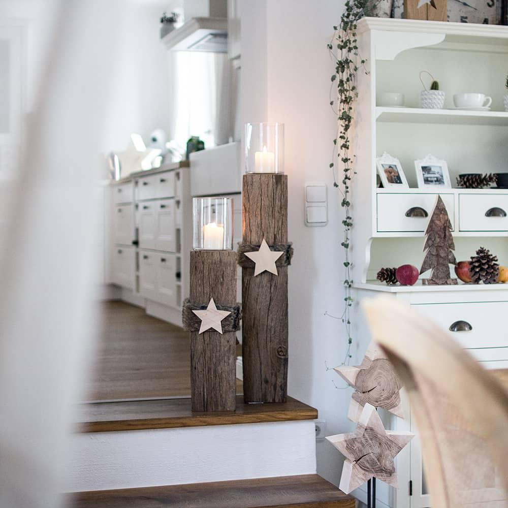 Weihnachtsdeko Küche Landhaus mit Altholzbalken als Windlichtsäulen
