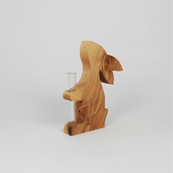 Hase aus Holz als Blumenvase