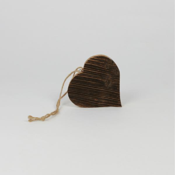 Herz zum Aufhängen aus Altholzbrettern