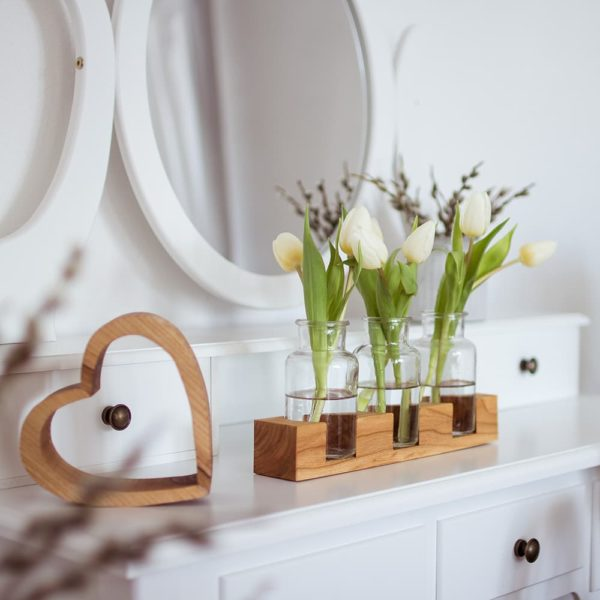 Blumenvase aus Holz und Glas