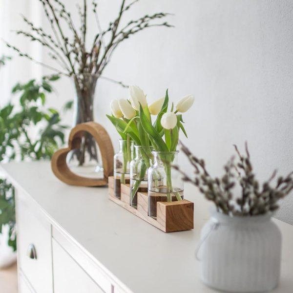 Vase mit Holzsockel - die ideale Tischdeko aus Holz