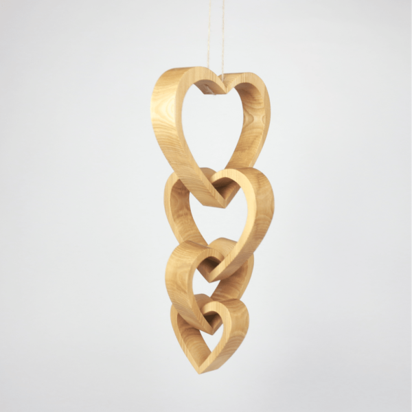 verbundene Herzen aus Holz